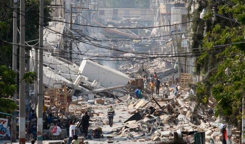 תמונה של אחד הרחובות בעיר הבירה של האיטי, פורט-או-פרנס, המציגה את היקף הנזקים האדיר